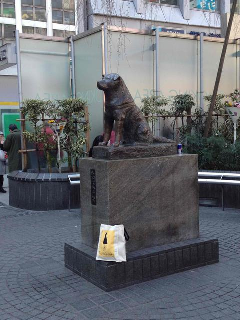 Text Classics wait with Hachiko at Shibuya Station